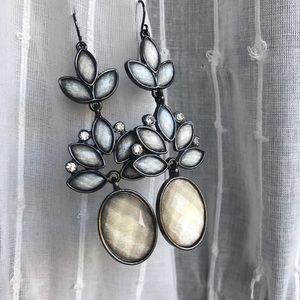 Jewelry - Beautiful sparkly dangle earrings